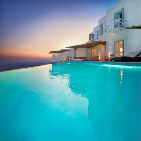 Zinas Villas: pool view
