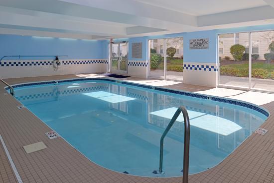 Fairfield Inn & Suites Dayton Troy: Indoor Pool