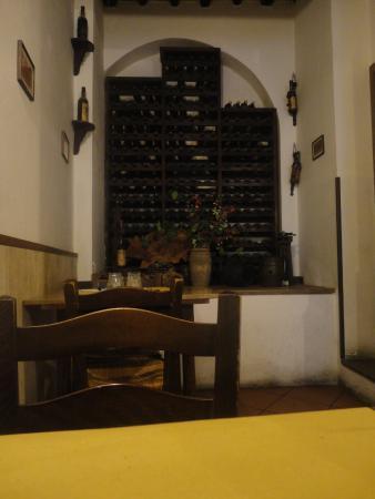 La Bella Cantina Che Arreda Losteria Picture Of Osteria Del Gatto