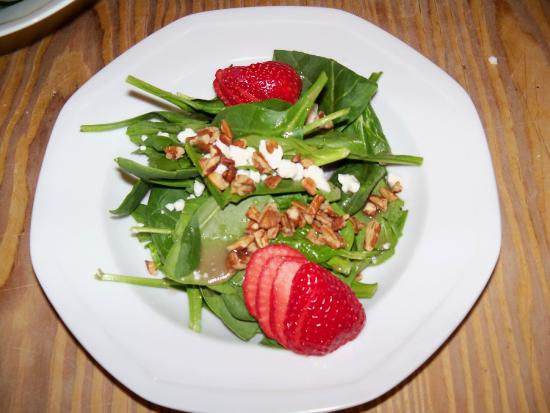 Union Pier, MI: Chef Joe's Strawberry Vinaigrette Salad Creation