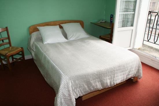 Hotel Le Saint Germain: chambre lit double
