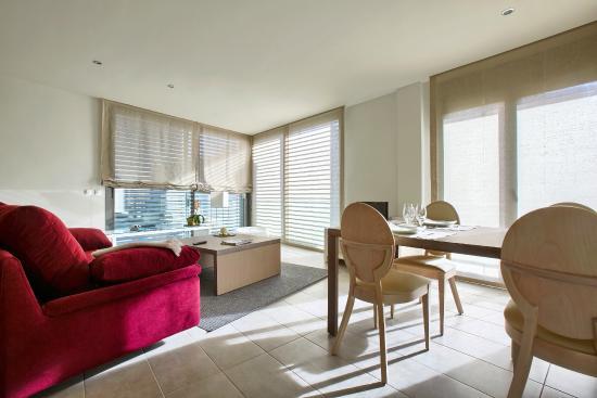 Apartamentos Terraza Figueres: Salón comedor