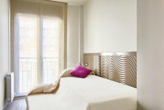 Apartamentos Terraza Figueres: Habitación