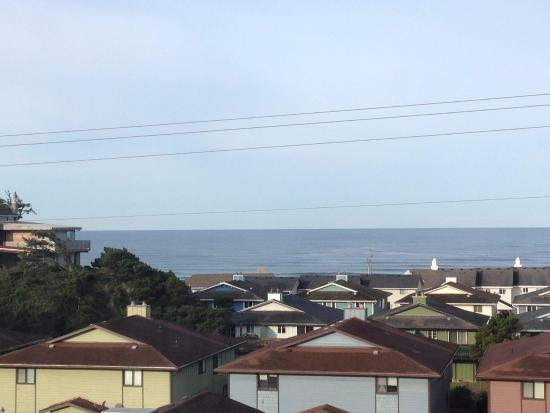 Econo Lodge Newport: ocean view from 3rd floor room