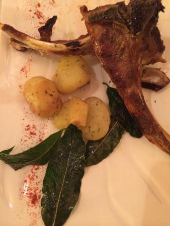Acquasparta, Italia: Carne con patate arrosto