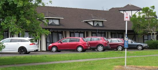 Oakwood Motor Lodge Hotel, photo by Mike Keenan