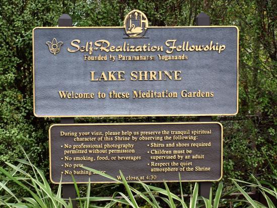 Self Realization Fellowship Lake Shrine Temple: Meditation Gardens 28