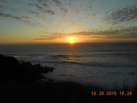 Shelter Cove, Califórnia: Sunset view from our suite