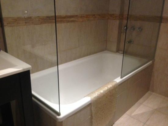 Arenales 2850: Banheiro da suite