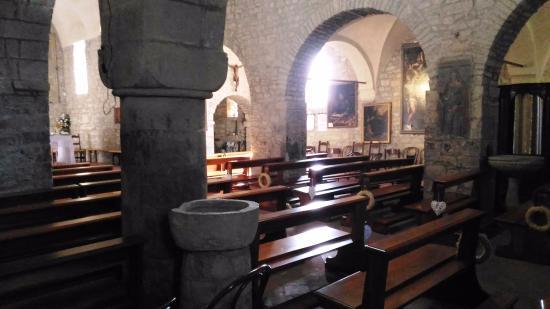 Pieve Romanica di San Giovanni in Contignaco: interno pieve