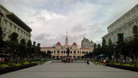 رويال هوتل سايجون: A pic of HCM square just outside the hotel