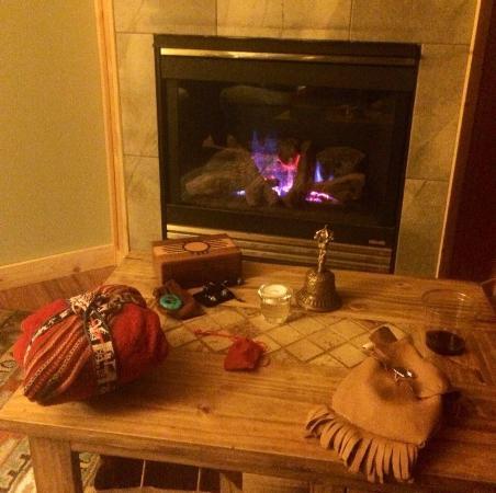 Salida Inn & Monarch Suites: Cozy gas fire place