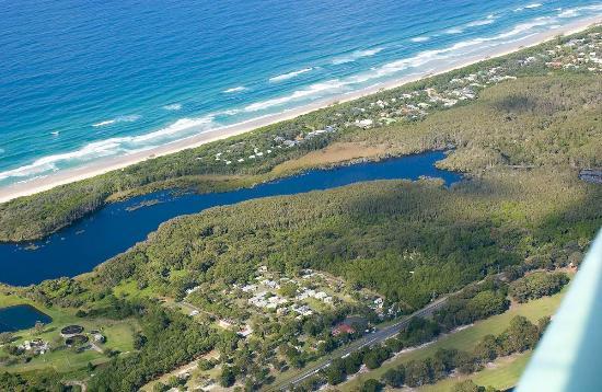 Byron Holiday Park: Tallow Lake and beach