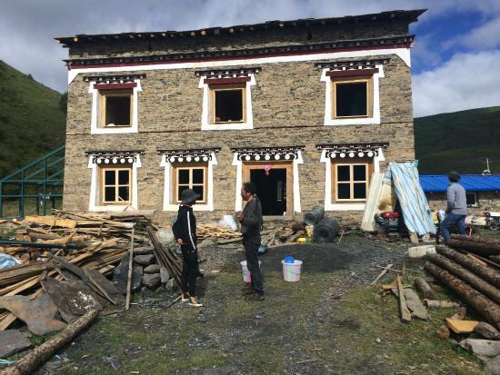 Kangding County, الصين: Lodge in progress