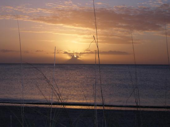 Gulfside Beach Club: A different sunset every day