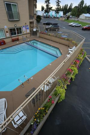 Best Western Rocky Mountain Lodge Soothe Your Tired Muscles In Our Hot Tub After A