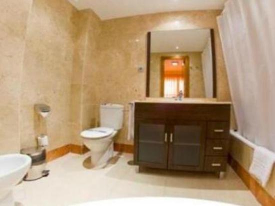 Ba o apartamento picture of marina rey apartamentos - Apartamentos marina rey vera booking ...