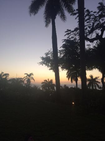 Round Hill Hotel & Villas: Sunset from villa