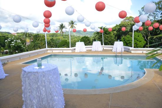 Signal Hill, Tobago: Poolside Reception