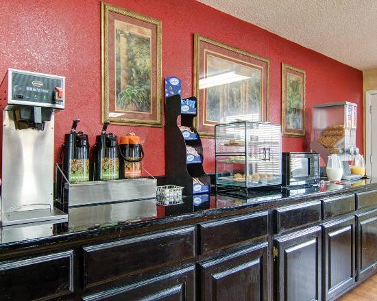 Econo Lodge Pine Bluff: breakfast