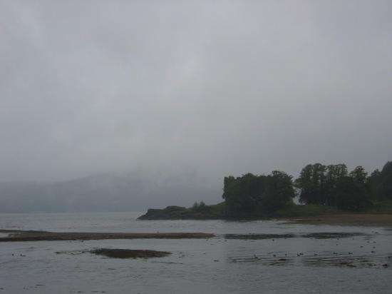 Cairndow, UK: misty day