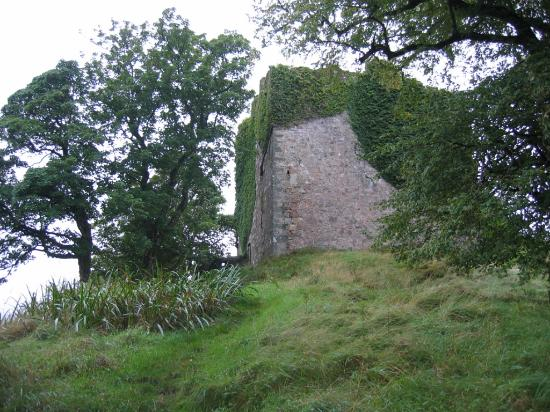 Cairndow, UK: approaching the castle