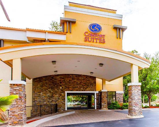 Comfort Suites Atlanta / Kennesaw : Hotel Entrance