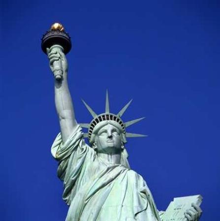โรงแรมมิลเลเนียมฮิลตัน: Statue Of Liberty