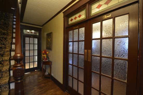 halle d 39 entr e photo de auberge bruine oceane matane tripadvisor. Black Bedroom Furniture Sets. Home Design Ideas