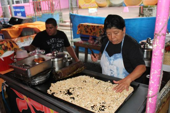 Feria Gastronomica: ROASTING CASHEWS