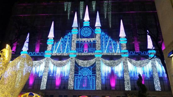 Great Saks Fifth Avenue : Holiday Light Show On The Saks Building   Extraordinary! Design