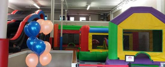 Albany, Oregón: indoor bounce houses