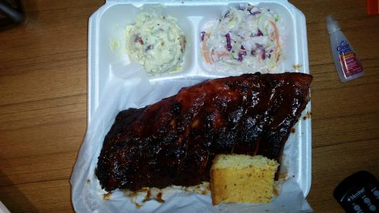 Big Daddyz Barbeque & Grill: Half slab with cornbread, potato salad and coleslaw