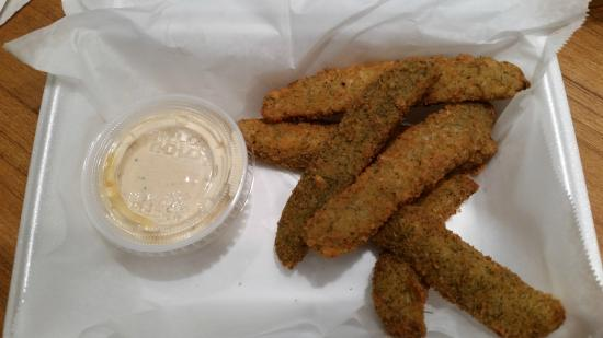 Big Daddyz Barbeque & Grill: Fried pickle spears - crunchy and tasty