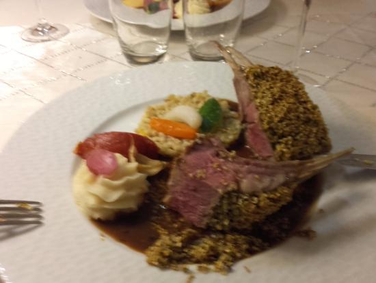 Kientzheim, Frankrike: côte d'agneau et purée de celeri