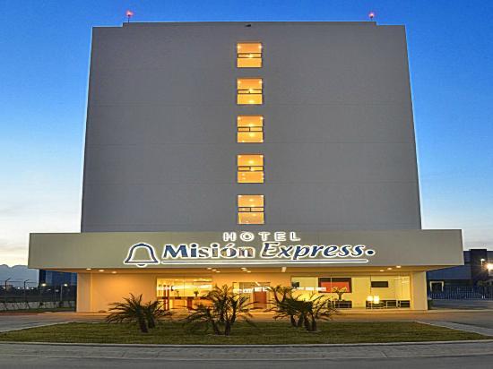 Mision Express Monterrey Aeropuerto La Fe: Fachada, entrada principal