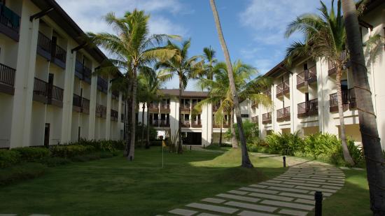 ibis Samui Bophut : 중앙정원에서 바라본 호텔 외부