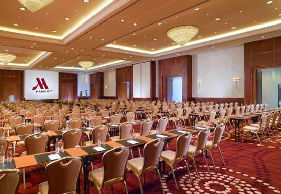 Berlin Marriott Hotel: Grand Ballroom – Theater Setup