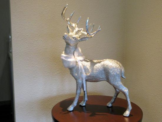 BEST WESTERN PLUS Inn at the Vines: Christmas Deer Decoration, Best Western Plus Inn at th Vines, Napa, Ca