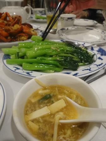フックユエン シーフード レストラン, スープ、空芯菜炒め(他に比べて意外と高価)も美味しい