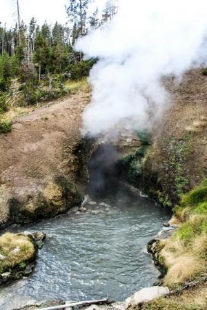 Mud Volcano - Foto di Yellowstone Geysers