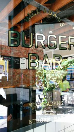 Oakleigh, Australien: Mick Adams Burger Bar front door
