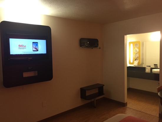 Motel 6 Youngstown Photo2 Jpg