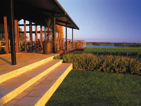Watershed Winery: Watershed Wines - Restaurant views