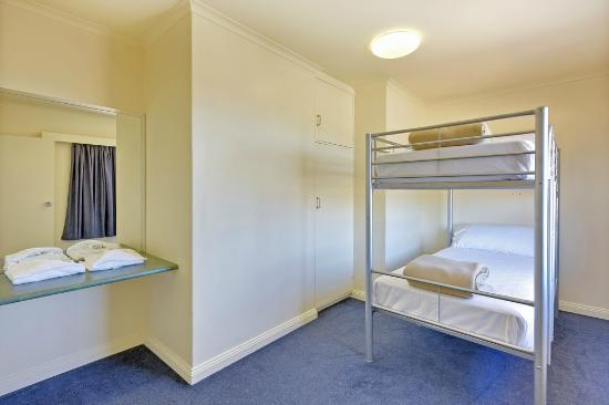Burnie Central Townhouse Hotel: Family Suite