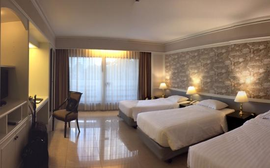 Room with 3 beds - Picture of Centre Point Pratunam Hotel, Bangkok ...