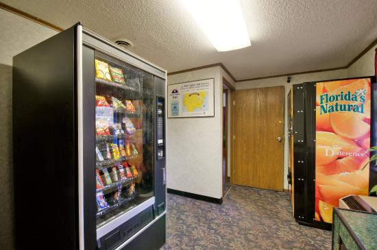 America's Best Value Inn: Vending Area