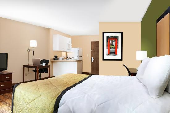 Hillside, IL: Studio Suite - 1 Queen Bed