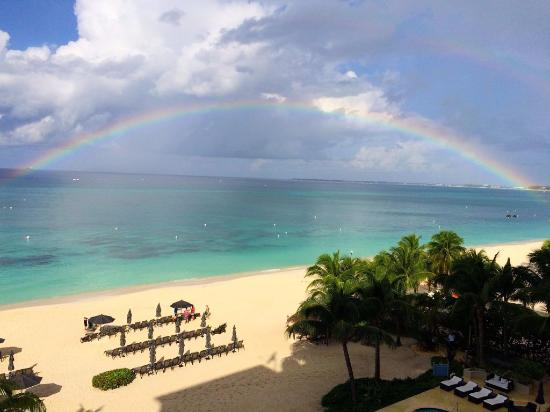 Beachcomber Grand Cayman: View from balcony after short morning rain shower :)