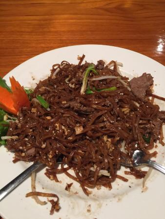 Mai Thai: Worst Pad Thai ever...do you see a beansprout of meat?